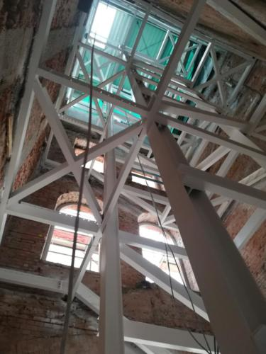 Konstrukcja klatki schodowej po pomalowaniu farbą pęczniejącą